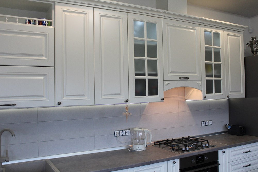 Белый кухонный гарнитур-Кухня МДФ в эмали «Модель 190»-фото4